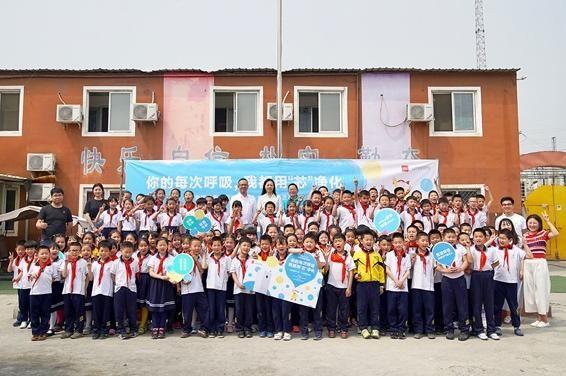 智米向希望小学捐赠小米