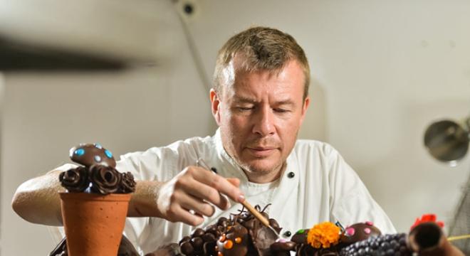 """30公斤巧克力打造梦幻""""花园"""""""