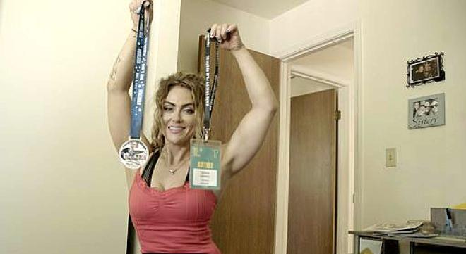 瘫痪女孩励志成为健身模特