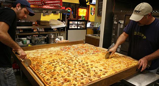 美国推出世界上最大的外卖披萨