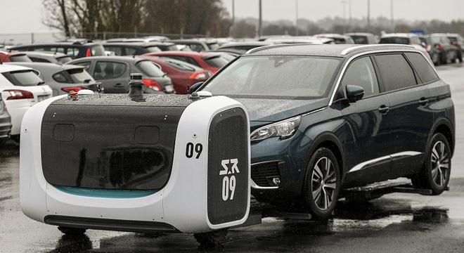 法国机场引入机器人代客停车.jpg