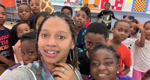 有才!美国小学女教师给说唱歌曲重新填词 帮学生减压