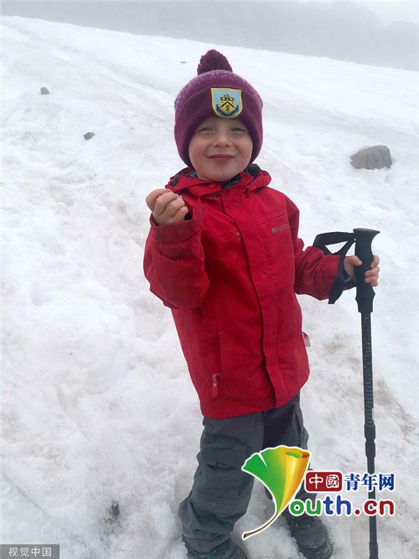 3岁男童爬完3座高峰 成23英里挑战最年轻竞走者 杨百昌