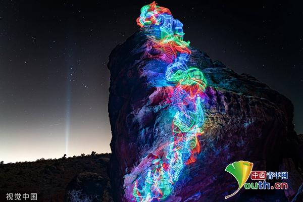 男子戴LED灯攀登全美国高山 借长曝光把登山路变成彩虹 翻墙 软件