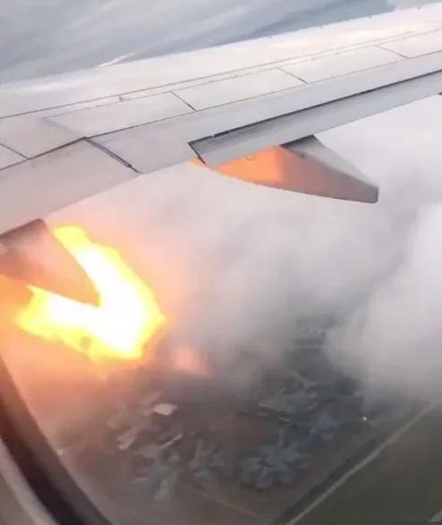 飞机发动机着火 乘客纷纷写下告别短信