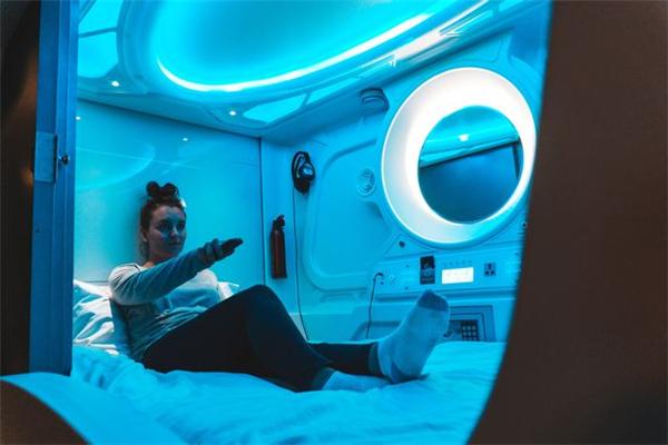 """冰岛一家旅馆以科幻小说为灵感 打造""""太空舱""""房间"""