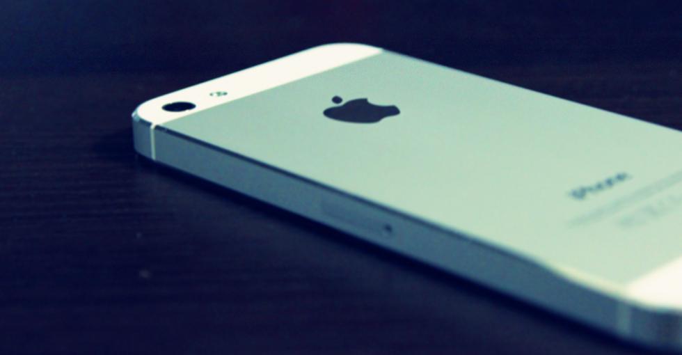 俄罗斯卢布大幅贬值 苹果暂停俄在线商城销售