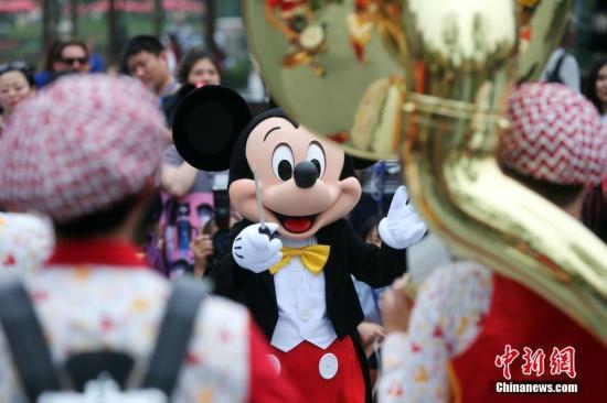 美国加州迪士尼乐园宣布,计划于7月17日重新开业